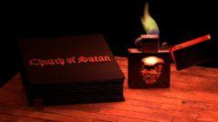 Satanismo - Imagem com a Bíblia Satânica