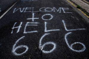 A Porta Larga: o Elitismo Satânico 1