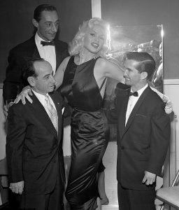 Jayne Mansfield em um evento da Fox em Los Angeles, 1957.